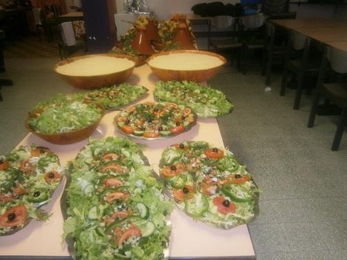 un buffet organisé et préparé par les ateliers des saveur