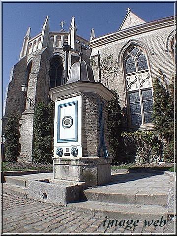 MONUMENT OFFERT A LA VILLE PAR LAMARTINE