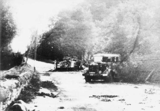 Le 8 août, un convoi transportant 250 Allemands était attaqué par la Résistance à Tréquéfffélec. Sept résistants moururent ainsi qu'une cinquantaine de soldats allemands.
