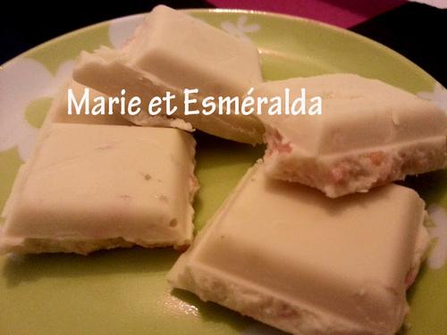Chocolat blanc à la fraise qui pétille!