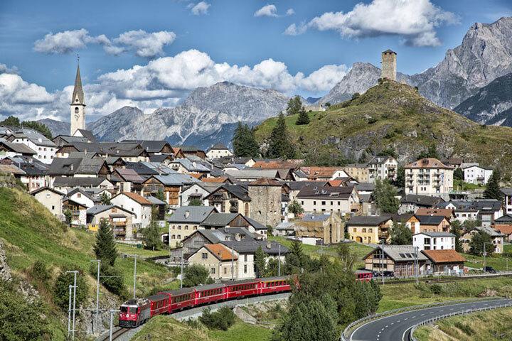 embarquez-a-bord-de-ces-trains-qui-sillonnent-les-alpes-pour-un-voyage-a-flanc-de-montagne-epoustouflant8