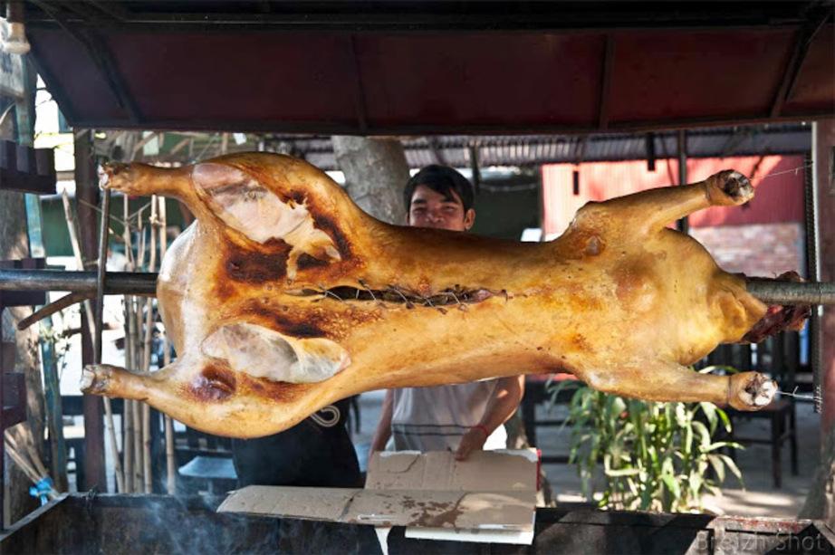 Cochon grillé dans la rue, Siem Reap, Cambodge
