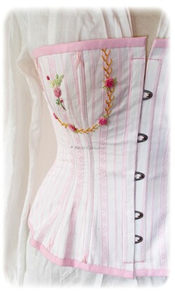 corset ancien, style ancien, reproduction, victorien,  rose, corset brodée, marie cazaubon, style d'antan