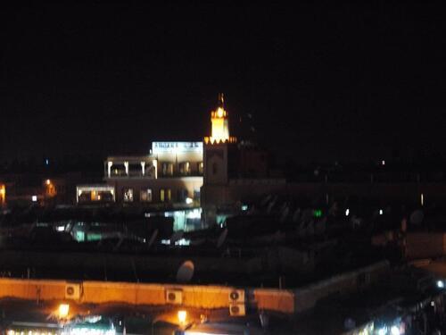 L'Argana et la mosquée qui le jouxte