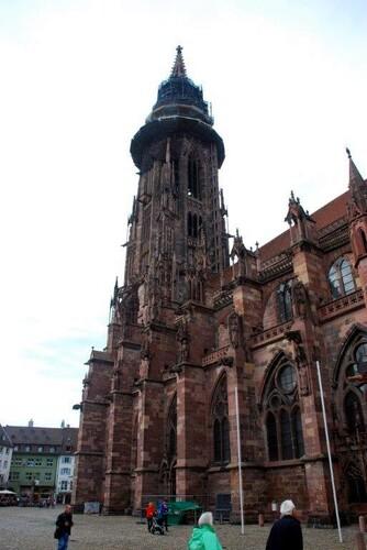 L'élégant clocher de la cathédrale