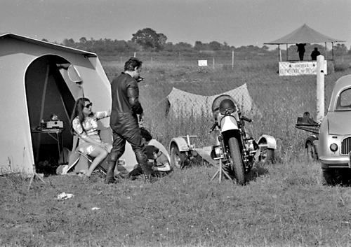 """Le """"MILLION"""" à Magny-Cours 1972 : les gens (1)"""