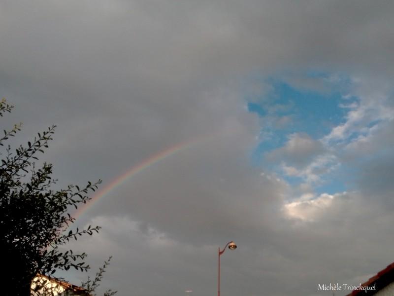 Le ciel nuageux du soir, le 4 juin... et l'arc-en-ciel....