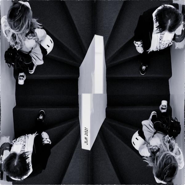 Tourner en Rond dans un Carré ! (Escher effect)