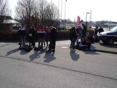 """Etudiants, lycéens dans les rues des villes du finistère pour exiger le retrait total de la loi """"El Khomri"""""""