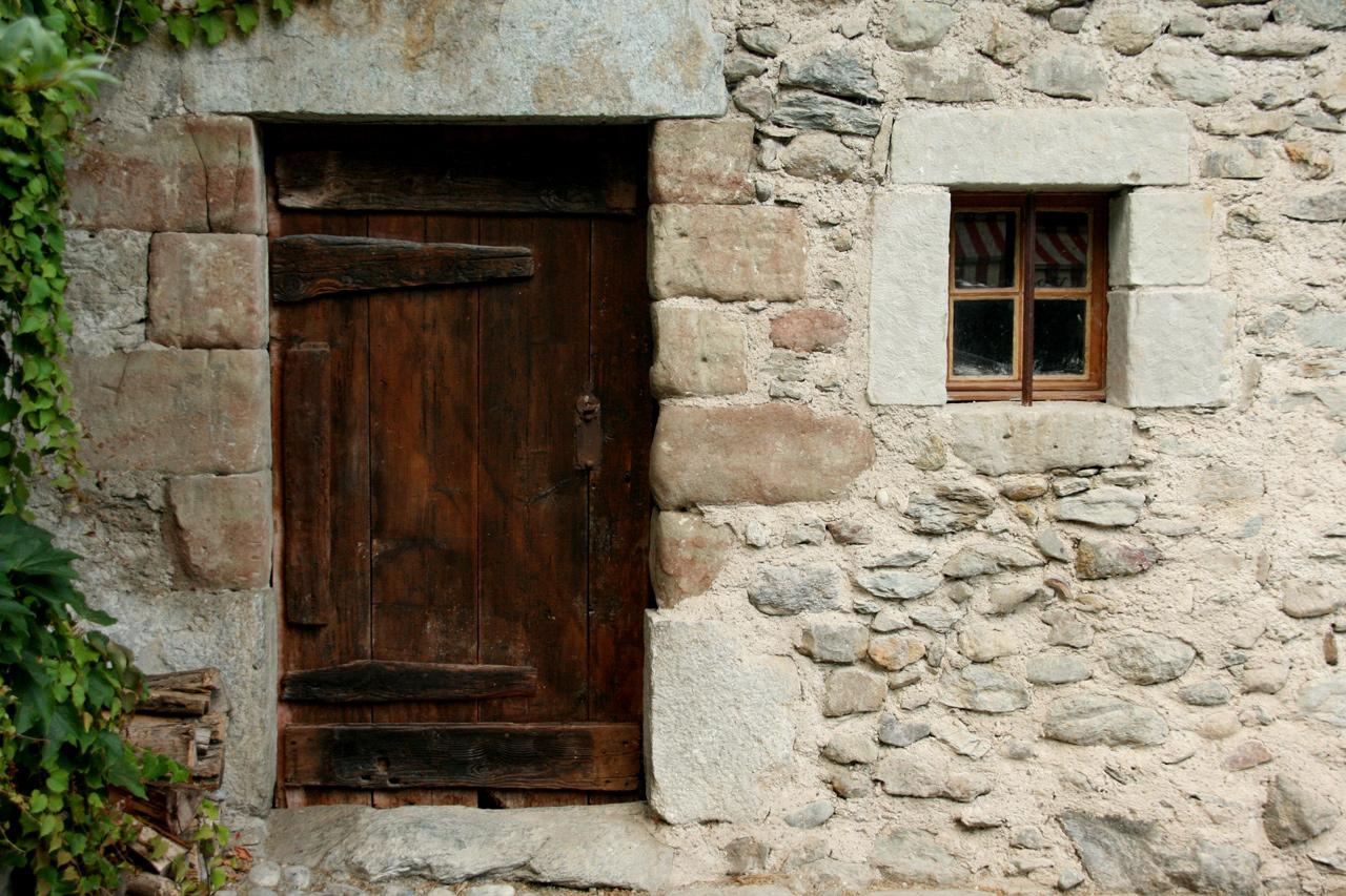 j 39 aime les vieilles portes en bois mirabelle11