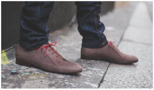 Des chaussures lookées faites main