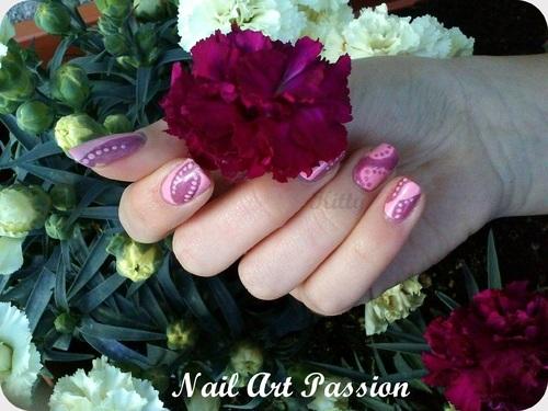 Nail art abstrait et jeu de roses !