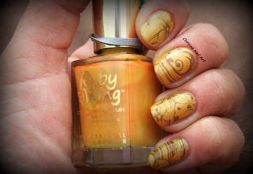 Stamping Pueen sur Ruby Wing