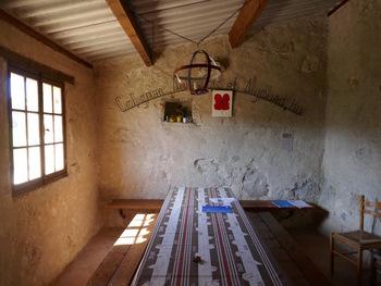 L'intérieur du cabanon Sara, côté salle à manger