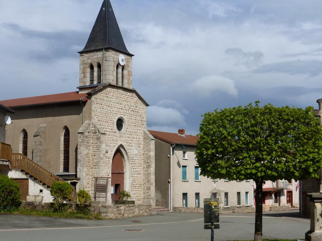 Chausseterre, le village dont épand notre gîte au lieu-dit Tabarit.