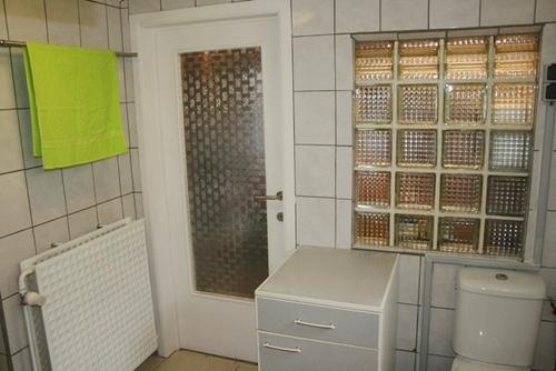La salle de bain, das Badezimmer, De badkamer