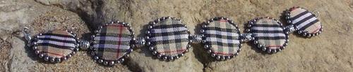 Bracelet en ruban style burberry cousu à la main