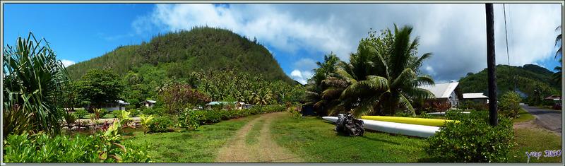 Pirogues va'a à l'entrée du village de Parea - Huahine - Polynésie française