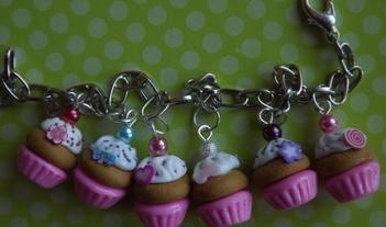 bracelet-bracelet-gourmand-cupcakes-1114087-dscf1277-0162c_big
