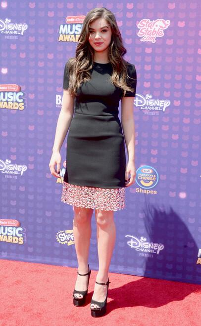 http://www.eonline.com/eol_images/Entire_Site/2016330/rs_634x1024-160430144558-634.Hailee-Steinfeld-Radio-Disney-Music-Awards-2016.tt.043016.jpg