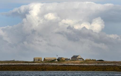 Bretagne: un jeune couple selectionné pour vivre sur un îlot désert