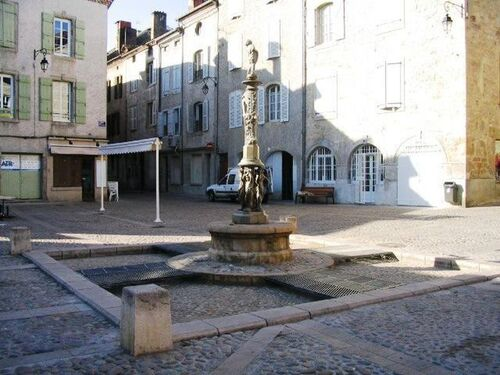 La fontaine de la place du Mercadial