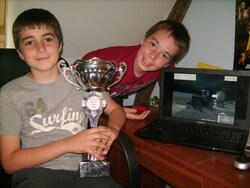 5 photos avec le trophée