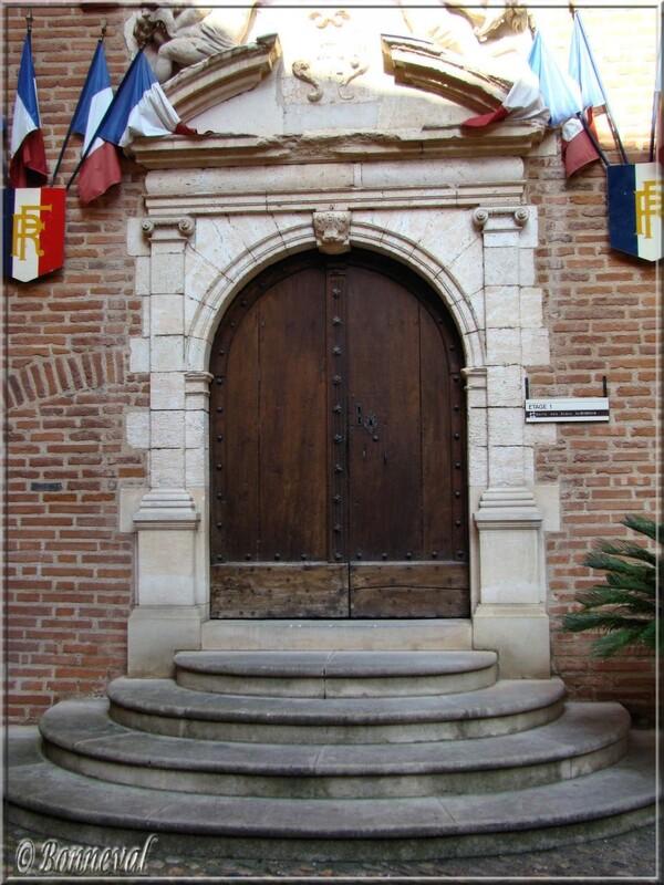 Tarn Porte dans la cour intérieure de l'Hôtel de Ville Albi