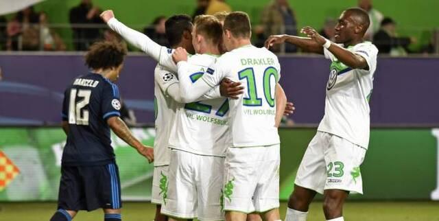 Les joueurs de Wolfsburg ont frappé à deux reprises en première mi-temps. (Fabian Bimmer/Reuters)