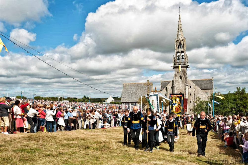 saint-anne-la-palud, procession