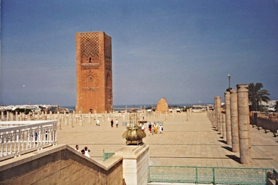 Rabat - mausolée Mohammed V - tour Hassan