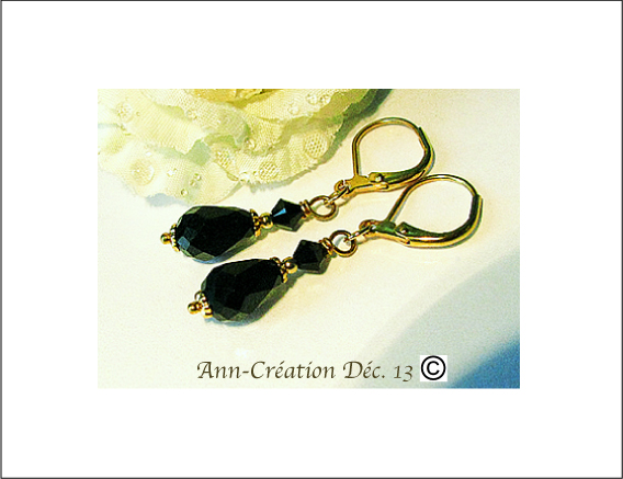 Boucles Dormeuses Noires Cristal de Swarovski - Laiton doré / Black Swarovski Crystal earrings Gold Brass