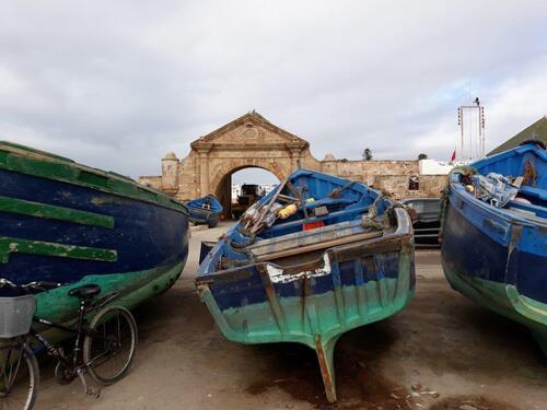 La porte de la marine et les barques à quai