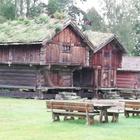 Norvège19 -  Anciens greniers servant de maison de week end aux norvégiens