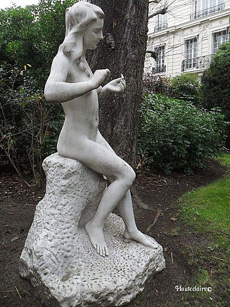 statue-jeune-fille.jpg