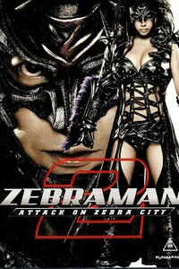 Zebraman 2 : 2025 : 15 ans après avoir chassé les extra-terrestres de la surface de la Terre, Shinichi Ichikawa, plus connu sour le nom de Zebraman, se réveille amnésique. Il découvre que le maire de Tokyo, désormais baptisé Zebra City, a pacifié la métropole en instaurant une nouvelle loi : le Zebra Time. Chaque jour durant 5 minutes, les habitants peuvent assouvir leurs pulsions sous la surveillance de la police. Zebraman réalise cependant que la réalité est moins idyllique qu'il n'y paraît et que le maire et sa fille, la vénéneuse Zebra Queen, ont de noirs desseins. Pourra-t-il les arrêter ? ...-----... Date de sortie 1 août 2006 en VOD (1h 46min) De Takashi Miike Avec Sho Aikawa, Riisa Naka, Tsuyoshi Abe plus Genres Action, Science fiction Nationalité Japonais