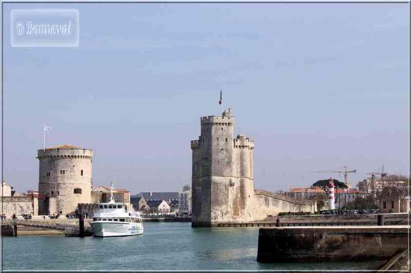 La Rochelle Les deux tours et le port vus du Gabut