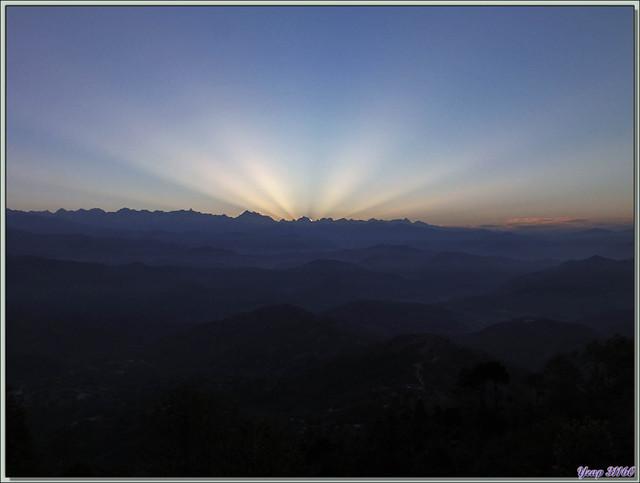 Blog de images-du-pays-des-ours : Images du Pays des Ours (et d'ailleurs ...), Lever du soleil sur l'Himalaya - Nagarkot - Népal