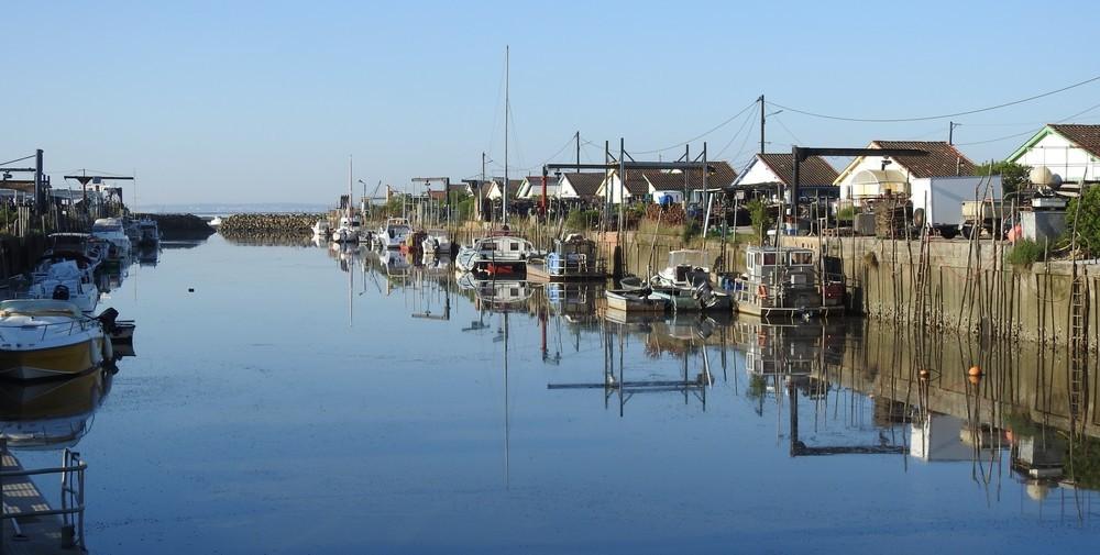 Reflets du matin, au port ostréicole d'Arès...
