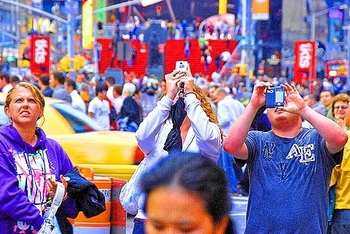 ny_time_square_13_photographers_lawn_chairs_104