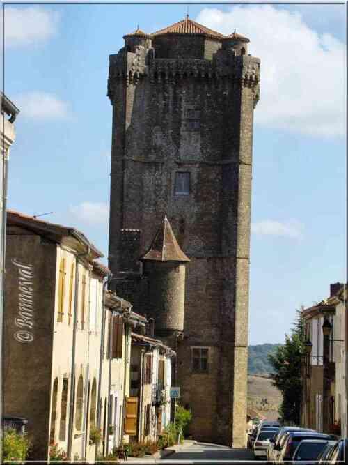 Bassoues Gers bastide Midi-Pyrénées le donjon