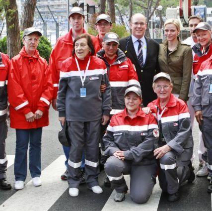 Charlène, Albert et la Croix-Rouge