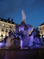 Fontaine de la Place Royale à Nantes, de nuit.