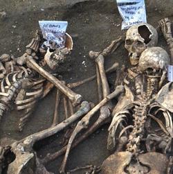 L'odeur des cadavres d'Outre-Loire....