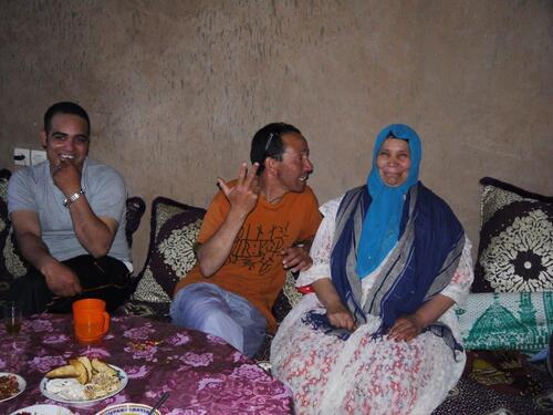 Sans doute Youssef la persuade de sourire