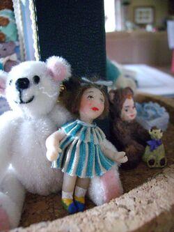 malle poupées et ours