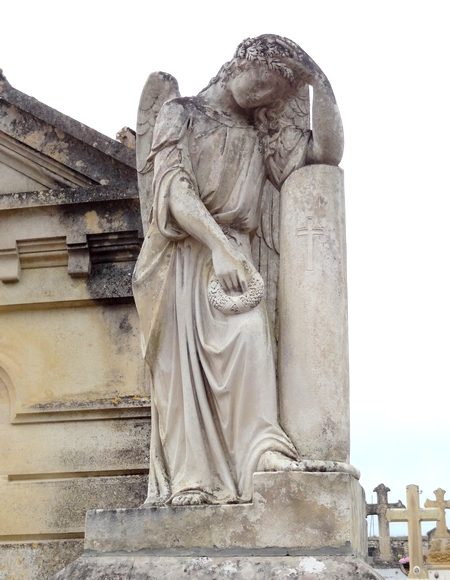 Statues funéraires dans les cimetières châtillonnais