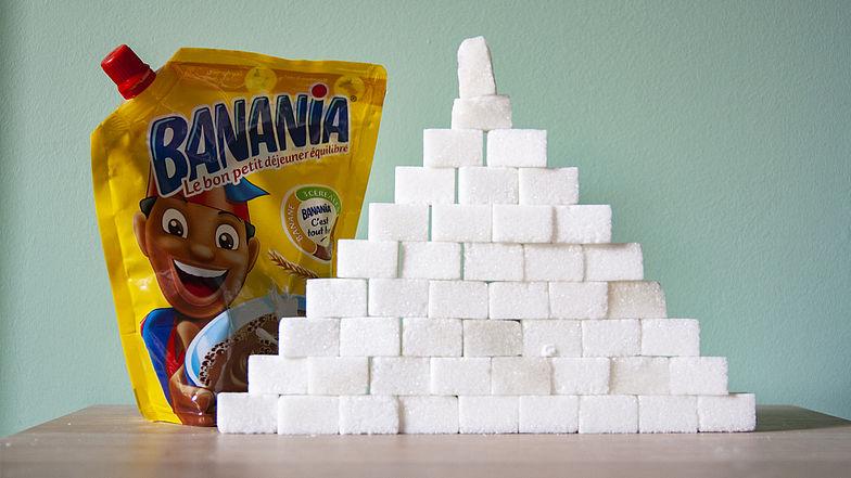 Un paquet de 400g de Banania équivaut à 46 morceaux de sucre rectangulaires. De quoi construire une pyramide plus haute que le paquet lui-même !