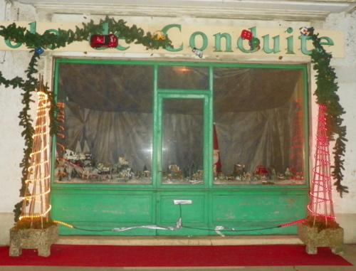 Vitrine décorée à Hauteville Lompnès