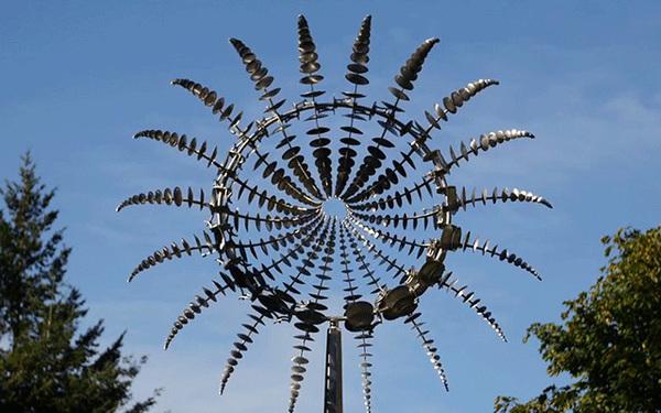 Les sculptures hypnotiques d'Anthony Howe
